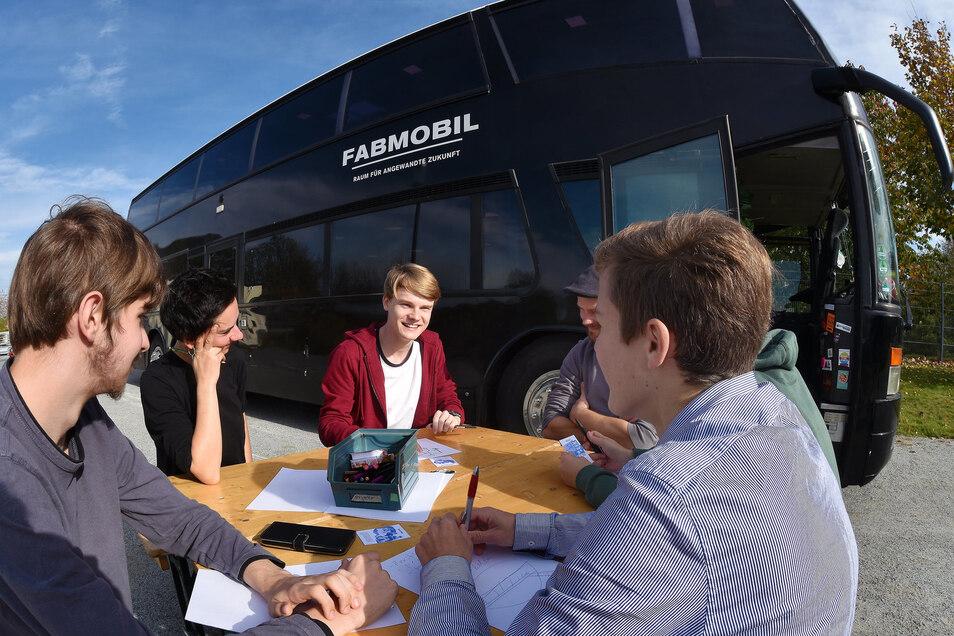 """Das """"Fabmobil"""" macht noch bis Mittwoch Station auf dem Messegelände in Löbau."""