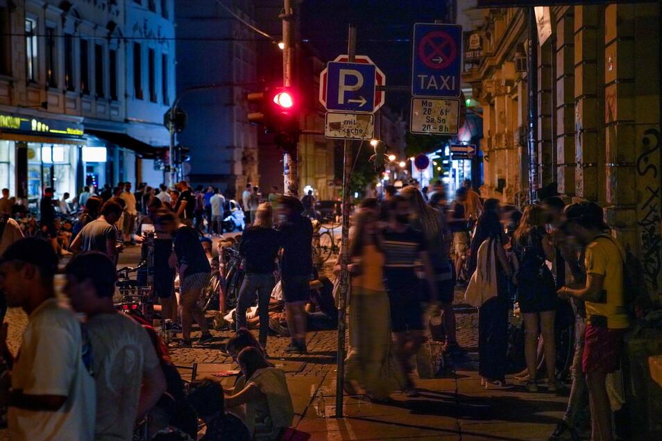 """Die """"Problemkreuzung"""" im Zentrum der Dresdner Neustadt im vergangenen Sommer. Anwohner berichten heute, dass sich das Lärmproblem sogar noch verschärft hat."""