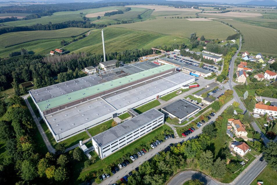 Ein Blick auf das Bernstädter Birkenstock-Werk von oben. Aktuell seien keine neuen Flächen vor Ort nötig, heißt es. Aber Birkenstock sucht gerade den Standort für ein ganz neues Werk in Deutschland aus.