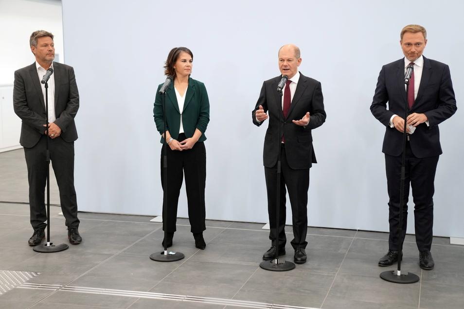 Die Spitzen von SPD, Grünen und FDP empfehlen die Aufnahme von Koalitionsverhandlungen.