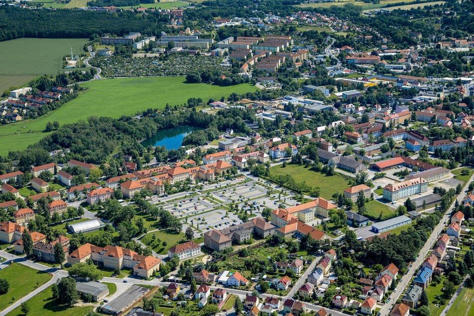 Kamenzer befürchten, dass das Behördenzentrum (Bildmitte) weiter schrumpft. Einige Mitarbeiter hat der Landkreis bereits nach Bautzen abgezogen.