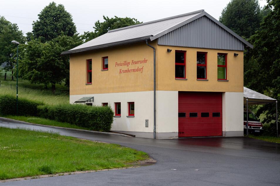 Das Feuerwehrgerätehaus in Krumhermsdorf sieht von außen ganz passabel aus.