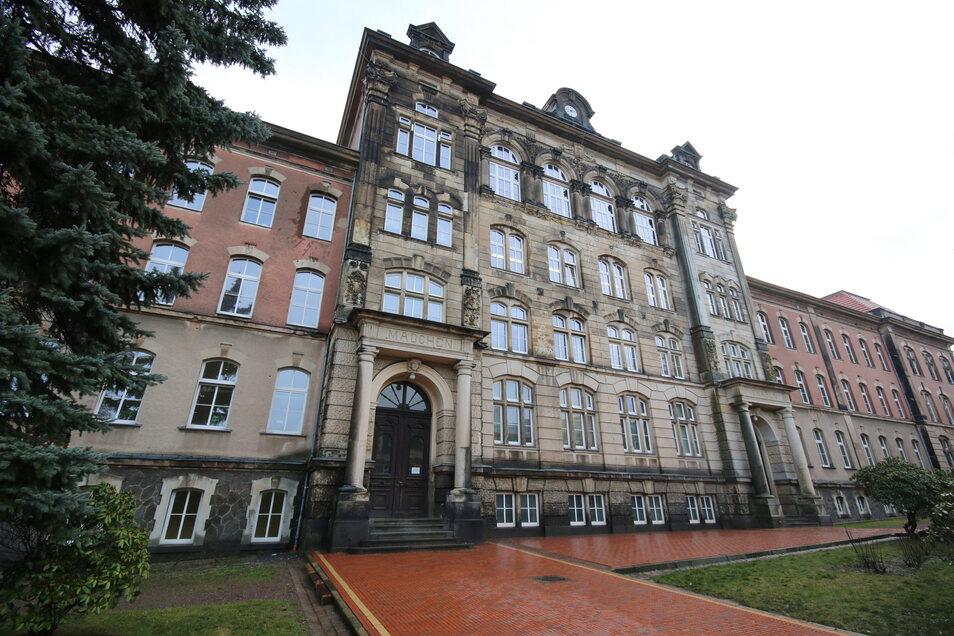 An der Pestalozzi-Oberschule in Hartha fehlt derzeit ein fester Direktor. Die Schule wird derzeit von der Stellvertreterin sowie einer Kollegin aus Frankenberg geleitet.