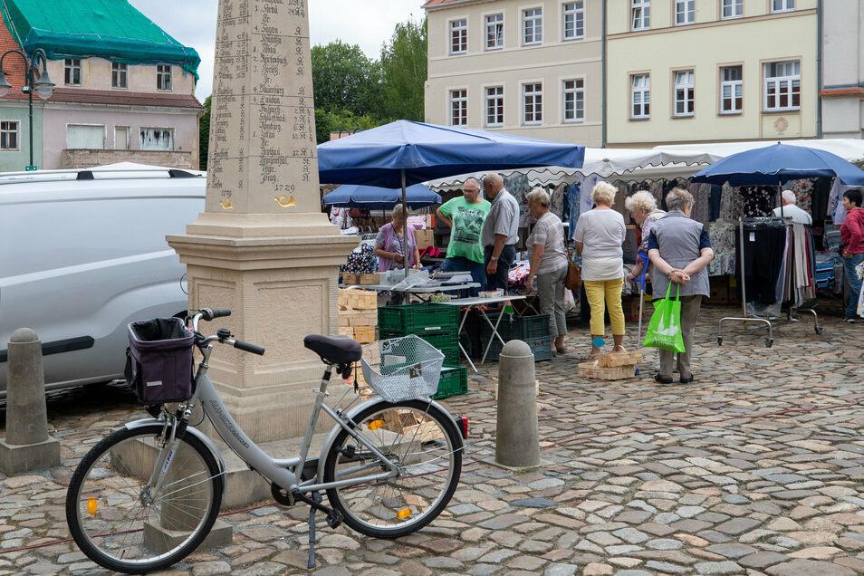 Die Händlerstände auf Neustadts Wochenmarkt wurden neu sortiert.