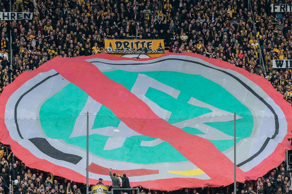 Mit dem DFB und nun auch der Deutschen Fußball-Liga (DFL) haben viele Dynamo-Fans schon länger ein Problem. Das wird durch die Behandlung des Vereins in der Corona-Krise verstärkt.
