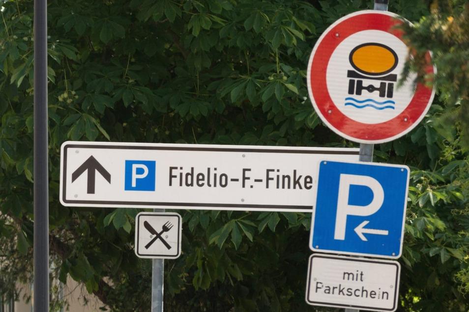 In Loschwitz wird jetzt der Parkplatz vergrößert.