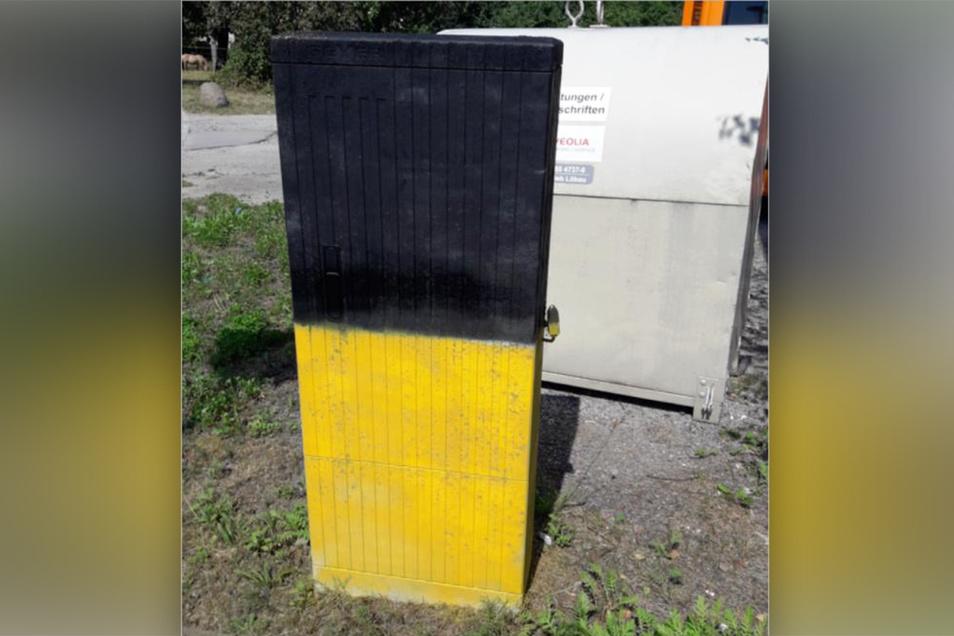 Ein besprühter Schaltkasten in Neukirch. Dadurch kann hochempfindliche Technik beschädigt werden.