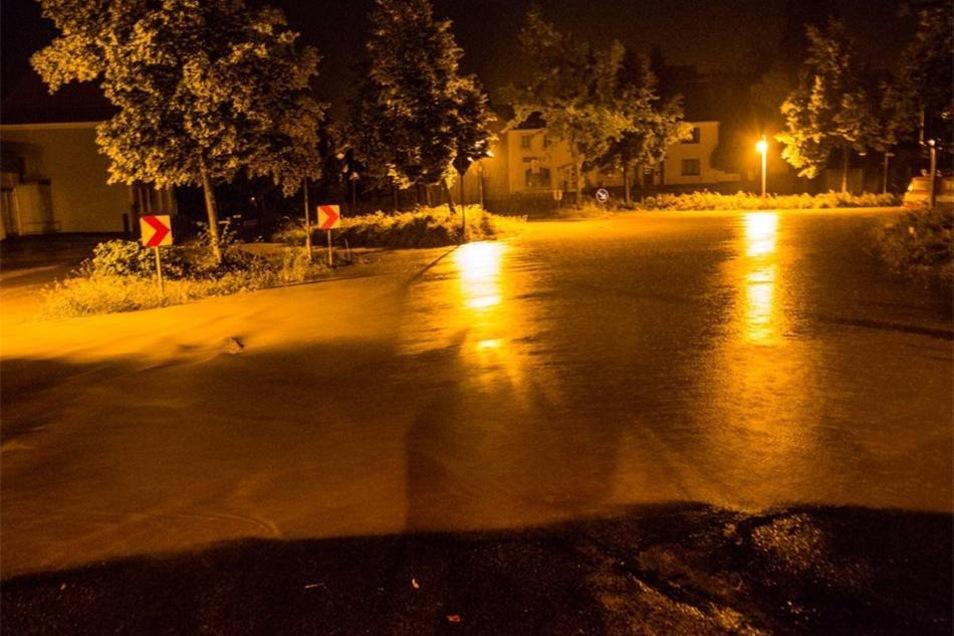 Unwetter im Landkreis: In Elstra sorgte der Regen für überflutete Straßen.
