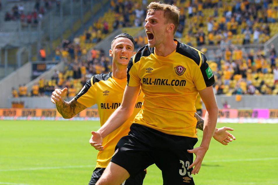 Christoph Daferner (r.), der hier mit Panagiotis Vlachodimos jubelt, ist nicht nur Dynamos bester Scorer mit drei Treffern und einer Vorlage. Der Stürmer hat die meisten Kilometer aller Zweitliga-Profis zurückgelegt.