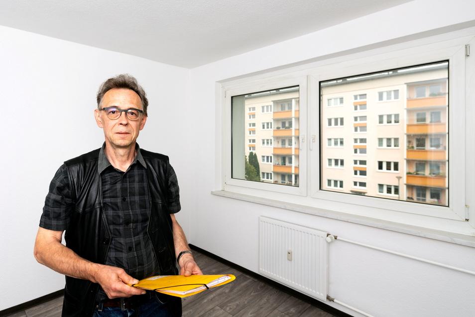 Andreas Wendler ist der Chef der Bischofswerdaer Wohnungswirtschaft und Bau GmbH. Er hofft auf neue Mieter für die frisch sanierten Wohnungen im vierten und fünften Stock auf der Ernst-Thälmann-Straße, die bald per Aufzug zu erreichen sind.