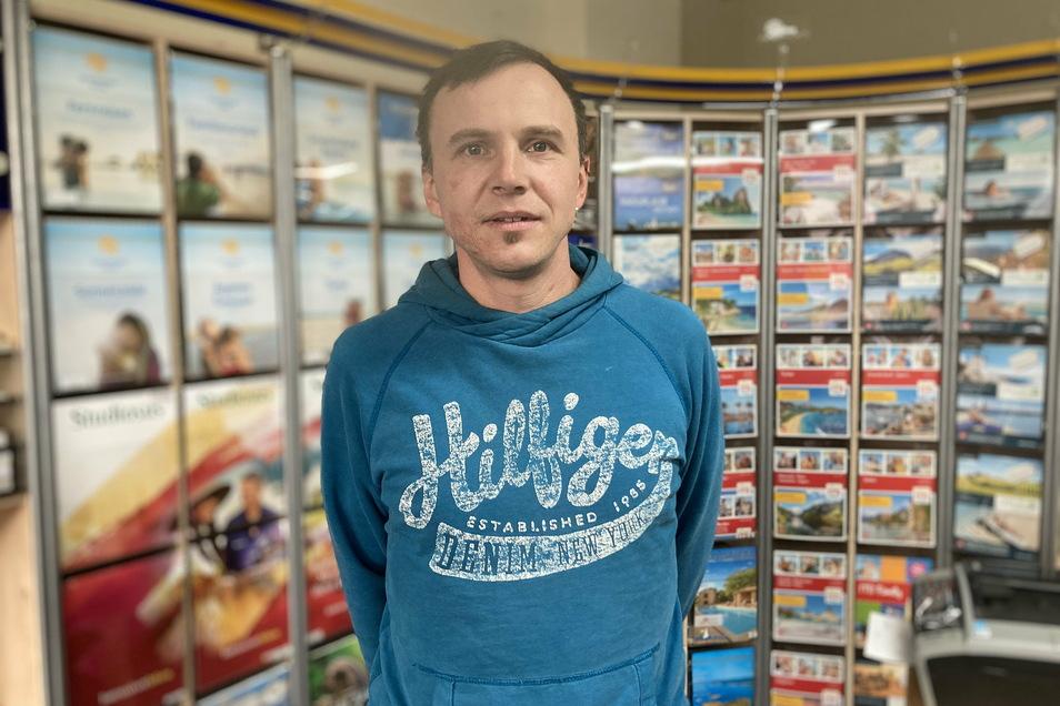 Lars Kohlmann kann in seinem Löbauer Reisebüro derzeit keine Reisen verkaufen.