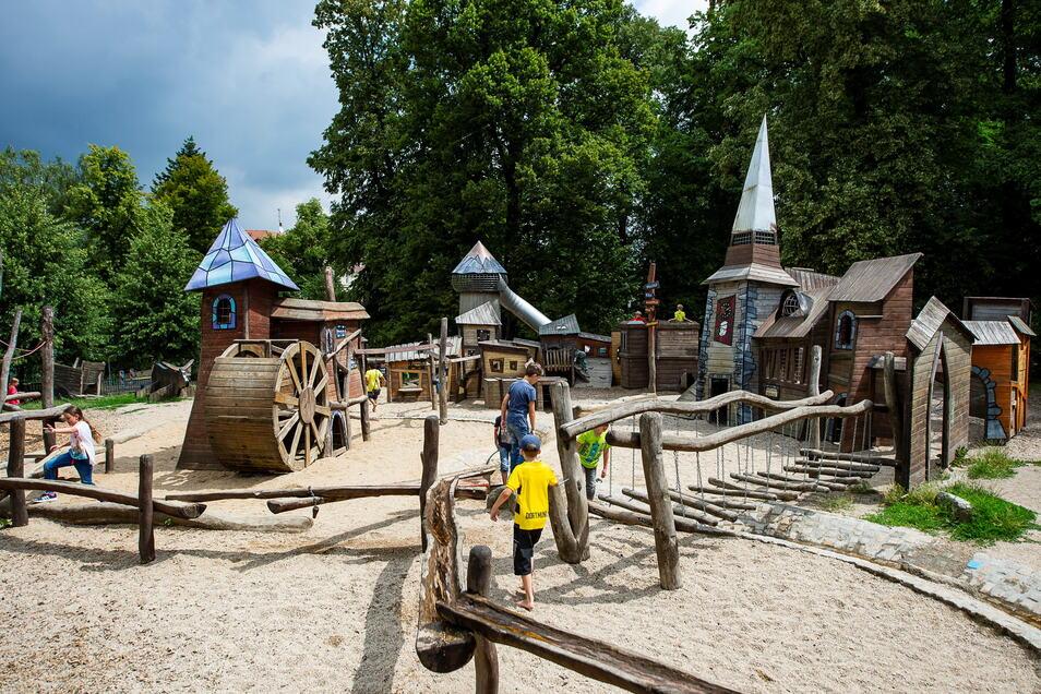 Der Spielplatz im Stadtpark - nach wie vor einer der beliebtesten, an mancher Stelle aber auch schon in die Jahre gekommen.