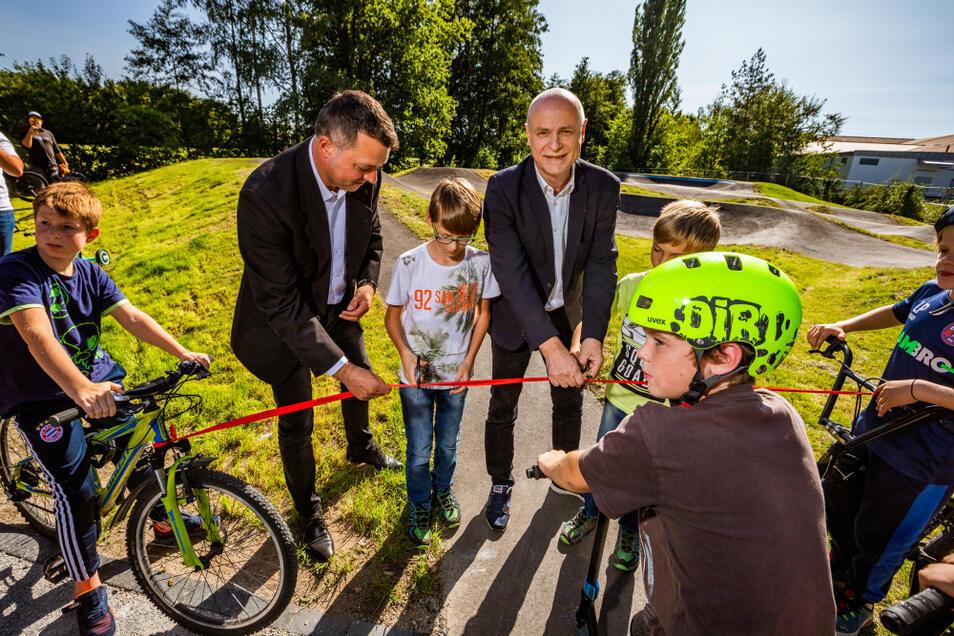 Vize-Landrat Udo Witschas und Bürgermeister Harry Habel gaben die Anlage frei.