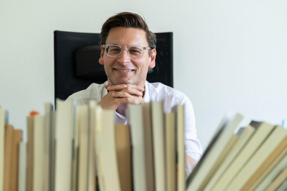Lars Koch, Professor für Medienwissenschaft und Neuere deutsche Literatur an der Technischen Universität Dresden. Für ihn gehören Humor und Lachen zum Menschen wie das Herz oder der Verstand.