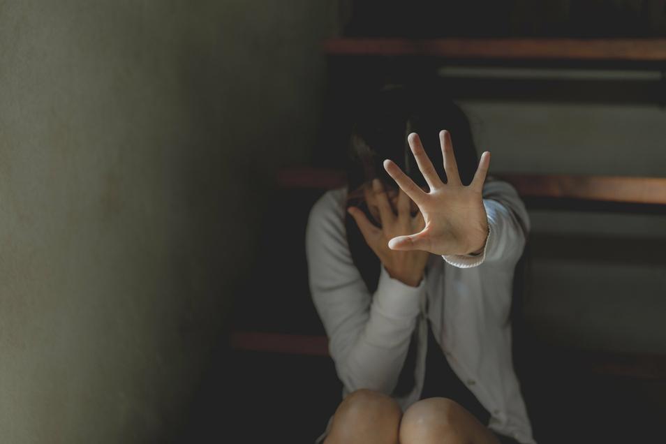 Ob Frau oder Mann, ob Kind oder Erwachsener - die Zahl häuslicher Gewaltdelikte verschwindet im Dunkeln