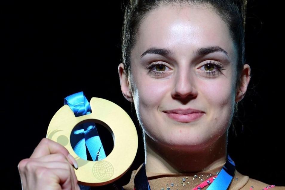 Die Turnerin aus Chemnitz kann es selbst kaum fassen, dass sie tatsächlich Weltmeisterin ist. Gold am Schwebebalken – eine Sensation.