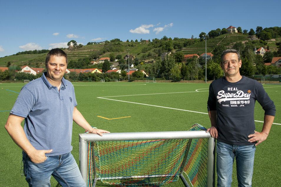 """Rico Körnig (links) und Uwe Kunzak – der Kassenwart und der Trainer – hatten die Idee für """"Radebeul hilft Radebeul"""". Wovon viele in der Stadt einen Nutzen haben."""