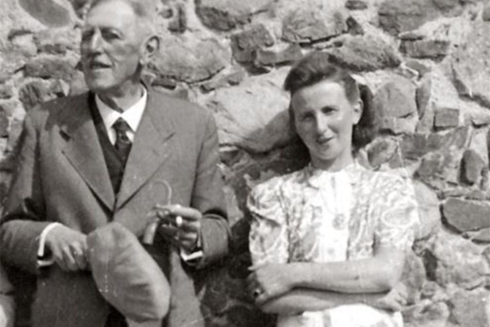 Auf dem  Foto ist sie, Hilde Tillgner, mit ihrem Vater Eduard zu sehen.