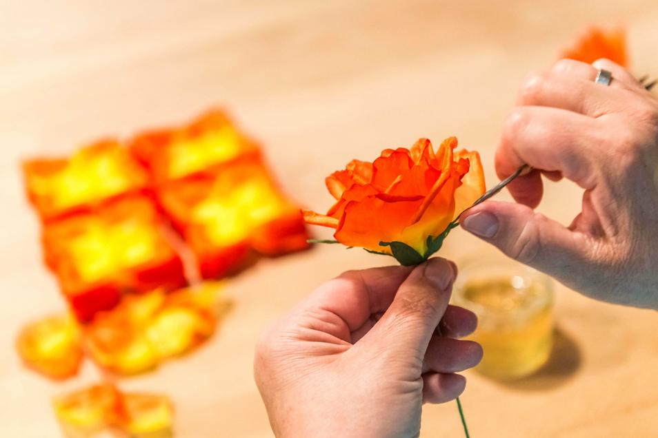 In der Seidenblumenmanufaktur in Sebnitz hat man sich entschieden, die Produktion vorerst komplett einzustellen.