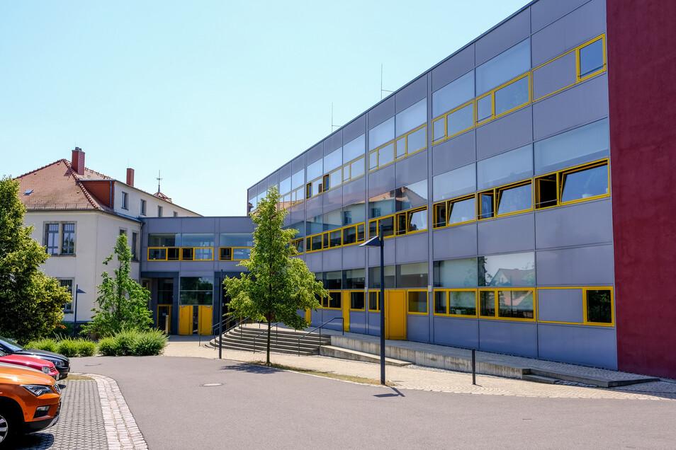 Vor ein paar Jahren saniert und erweitert und trotzdem schon wieder zu klein – die Kürfürst-Moritz-Oberschule in Boxdorf.