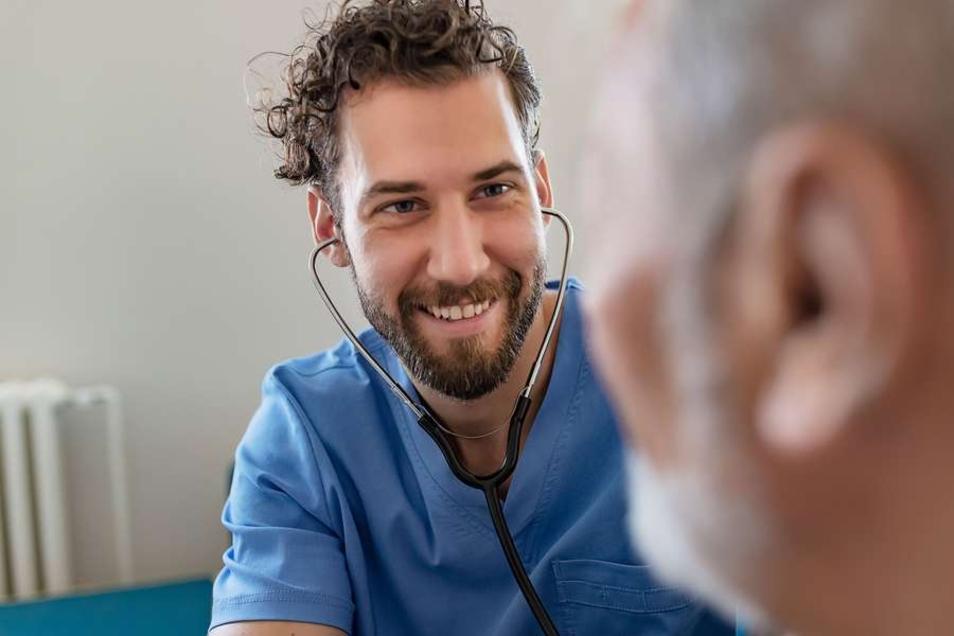 Wer im Job viel Kontakt zu Menschen hat, sollte bei der Wahl seiner Berufsunfähigkeitsversicherung auch die Folgen von Infektionskrankheiten berücksichtigen.