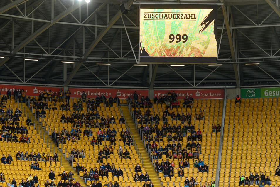 Die Entscheidung, maximal 999 Zuschauer zuzulassen, kam Freitagfrüh und am Abend folgte dann Dynamos Lösung. Nur die Blöcke D und E wurden geöffnet.
