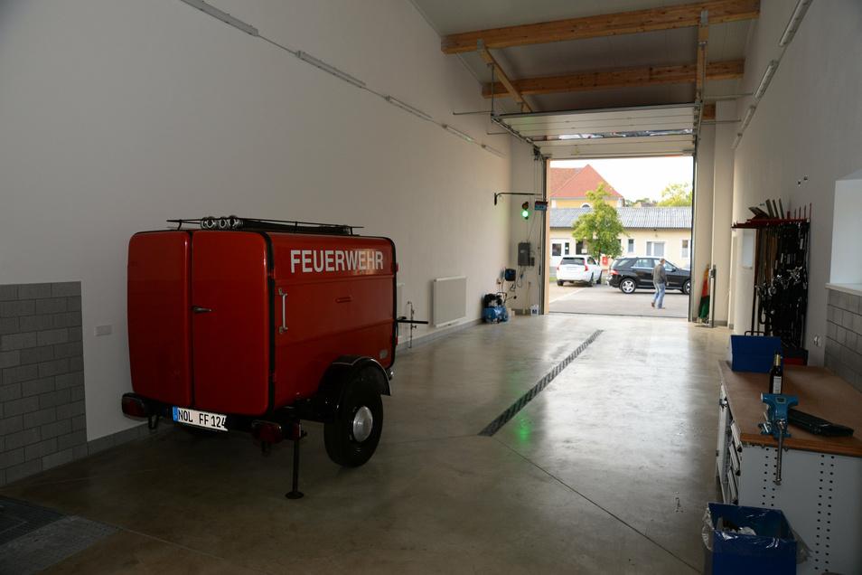 In dieser Fahrzeughalle parkt das Einsatzfahrzeug der Jänkendorfer Ortswehr.