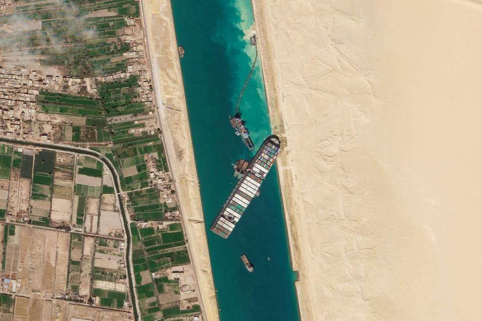"""Das Frachtschiff """"Ever Given"""" blockierte tagelang den Suezkanal."""