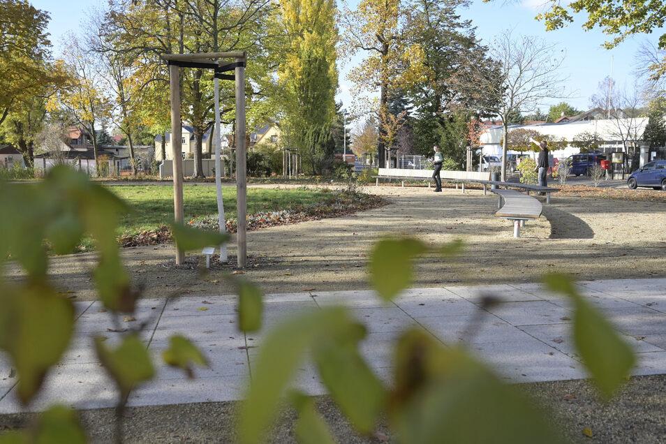 unter anderem hinter dem Rosa-Luxemburg-Platz sollte nicht gebaut werden, heißt es im Antrag.