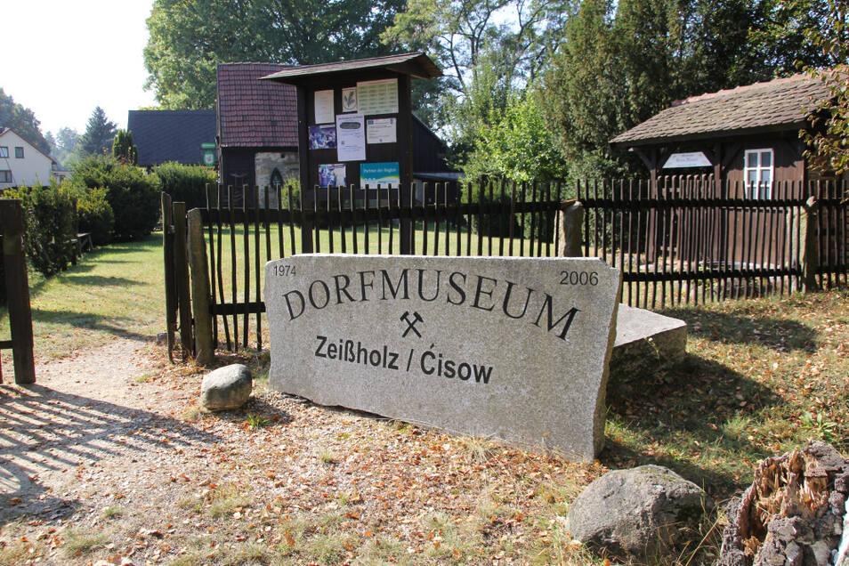 Die Kulturscheune ist eines von mehreren Gebäuden auf dem Geländes des Zeißholzer Dorfmuseums.