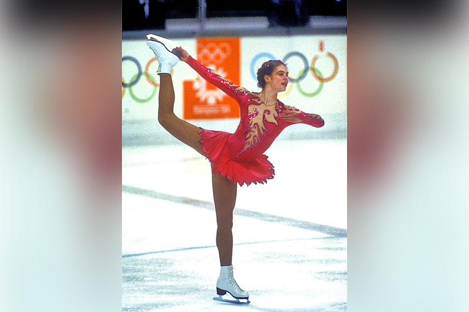 Katarina Witt zeigt am 18.02.1984 bei den XIV. Olympischen Winterspielen von Sarajevo mit Erfolg ihren Kürvortrag und gewinnt die Goldmedaille - ein Erfolg, den sie vier Jahre später in Calgary wiederholen wird.