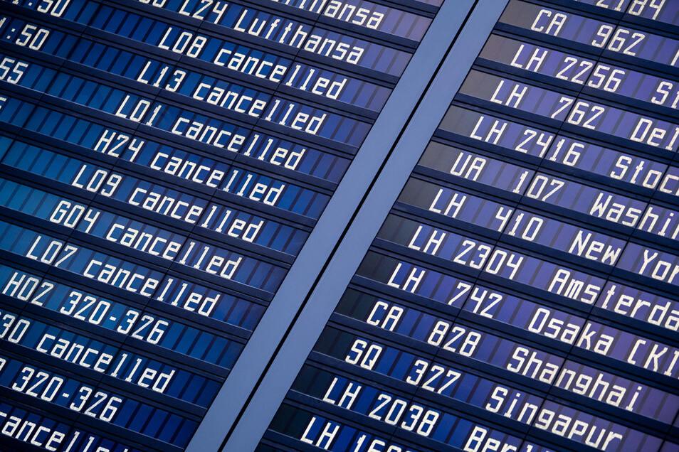 Die Umbuchung von wegen Corona annulierten Flüge kann einen Aufpreis kosten.
