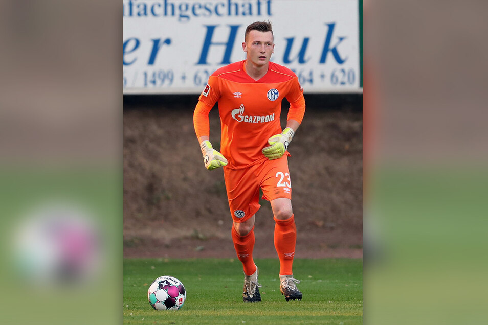 Markus Schubert muss bei Schalke 04 den nächsten Rückschlag hinnehmen. Der Ex-Dynamo muss in Österreich mit einer kleinen Gruppe trainieren.