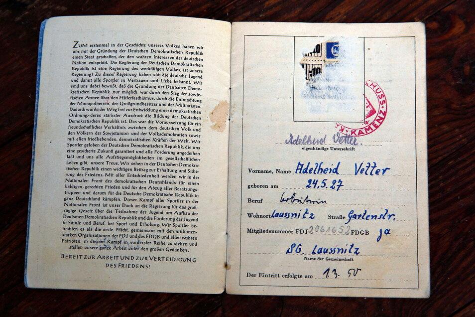 Das ist das Mitgliedsbuch von Adelheid Barthel, damals noch Vetter. Sie ist im Jahr 1950 dem Verein beigetreten.