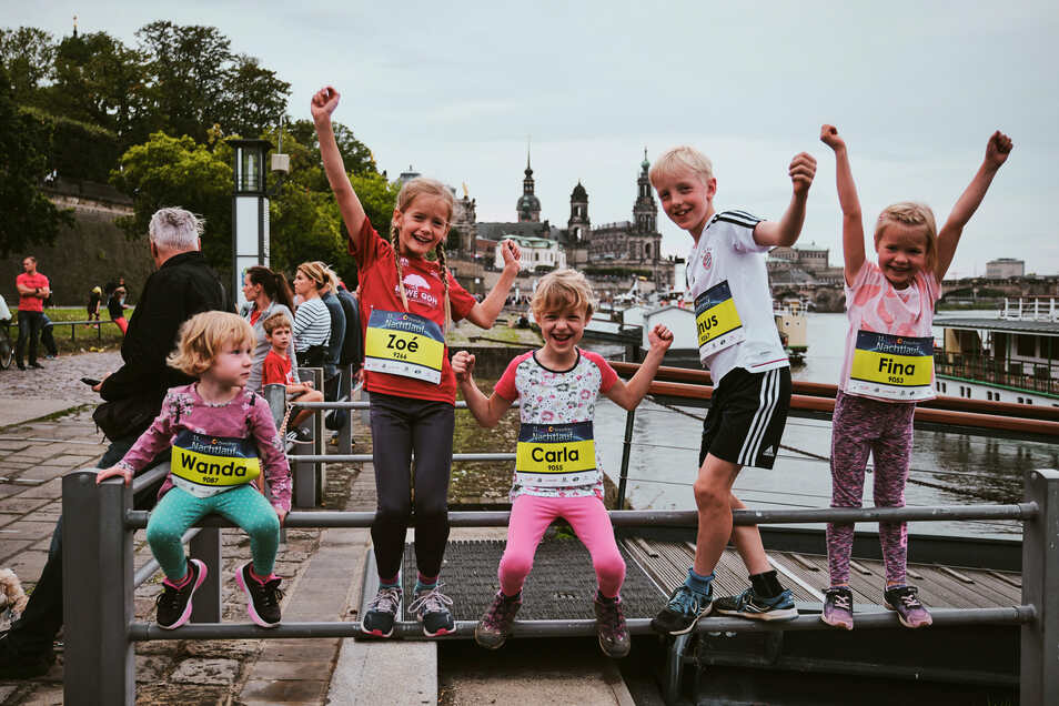 Die Läufer melden sich zurück, und auch die jüngsten sind begeistert. Rund 3.000 Teilnehmer waren in Dresden beim Nachtlauf am Start.