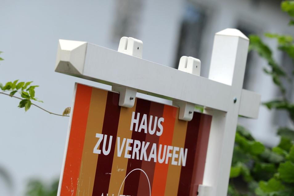 Die Preise von Immobilien steigen und steigen - in manchen Regionen lohnt sich nach Ansicht von Experten ein Kauf kaum noch.
