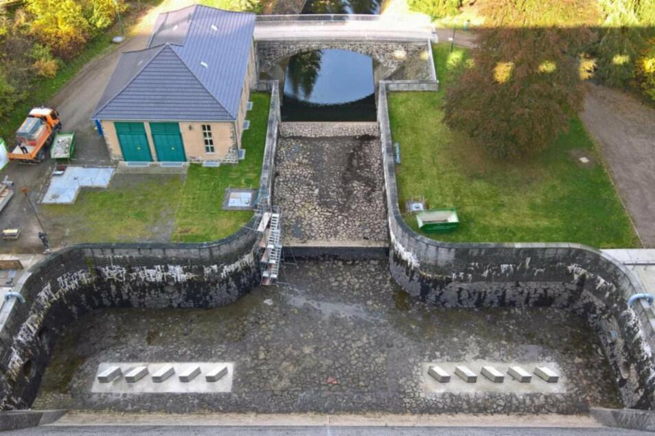 Im Tosbecken der Talsperre Lehnmühle wurden Einbauten nötig, um mögliche Wassermassen noch besser zu bändigen.