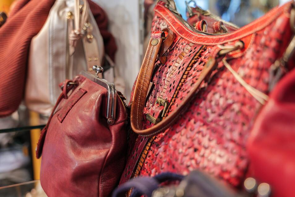 Das hat nicht jeder: stylische Taschen aus Echtleder - sie machen ein Outfit erst komplett.