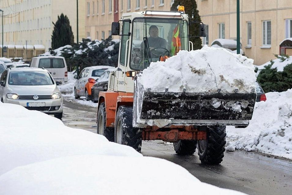 Wie andere Orte auch beginnt Bautzen jetzt damit, Schnee aus dem Stadtgebiet zu räumen.