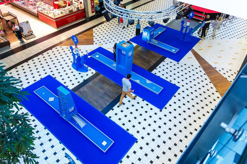 Auf der Eventfläche im ELBEPARK können auf sieben Bahnen Geschicklichkeit und Ballgefühl beim Minigolf getestet werden