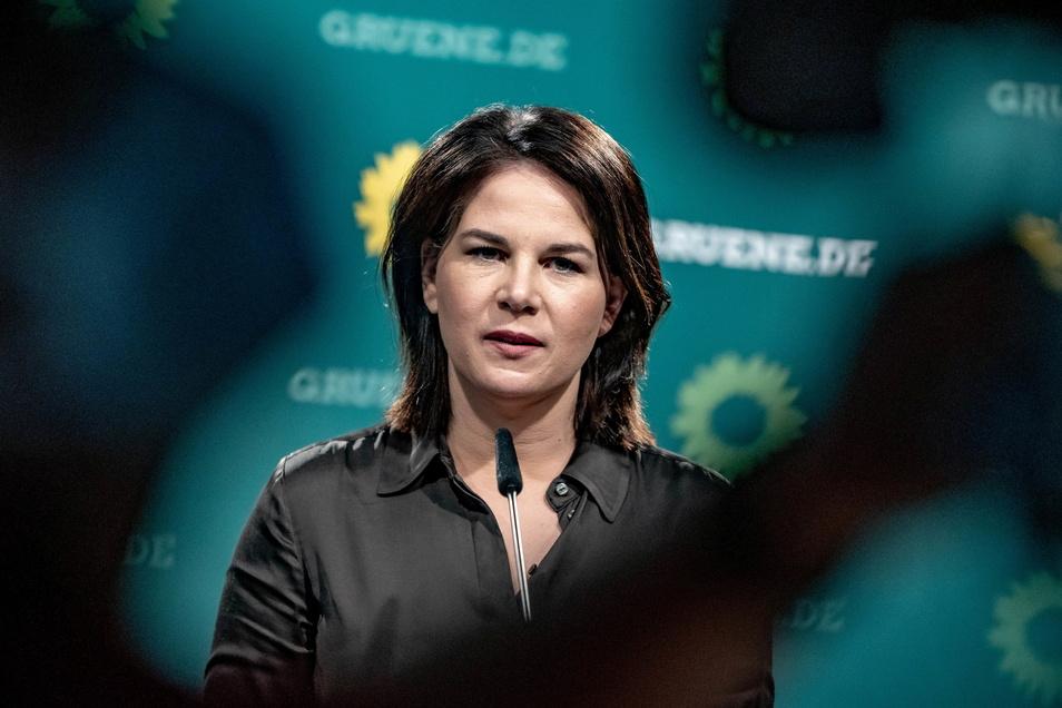 Am Samstag wurde Annalena Baerbock mit überragenden 98,5 Prozent auf dem Grünen-Parteitag zur Kanzlerkandidatin gewählt. Doch die Partei sinkt leicht in der Wählergunst.