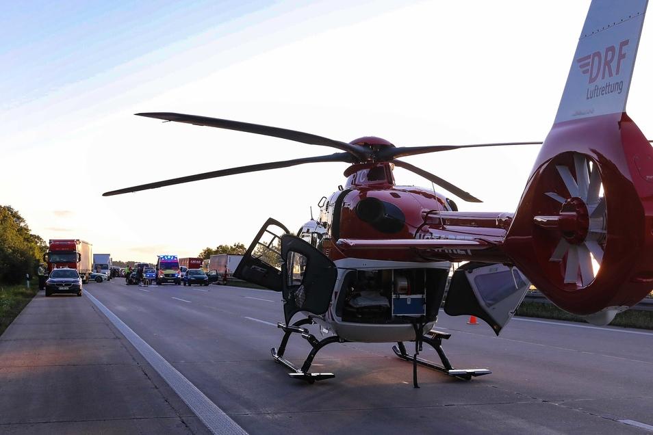 Ein Rettungshubschrauber brachte den Notarzt an die Unfallstelle.