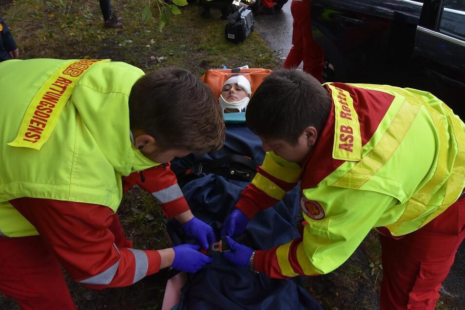 Rettungssanitäter vom Görlitzer ASB im Einsatz bei einer Übung mit polnischen Sanitätern.