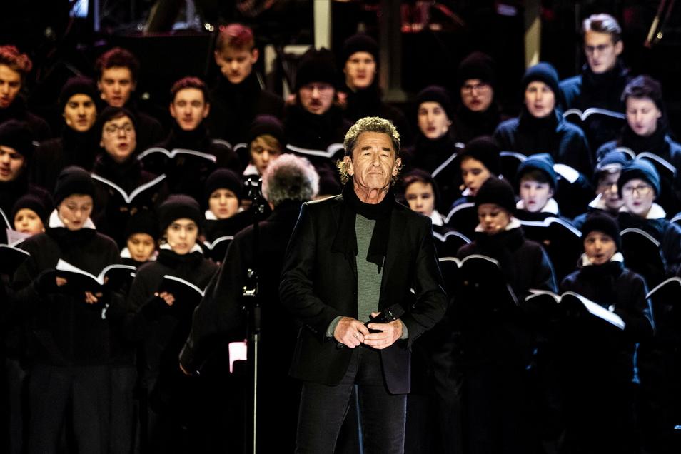 """""""Das war ein emotionaler Abend"""", sagt Peter Maffay über seinen Auftritt beim Adventskonzert 2018. Was er damals mit den Kruzianern gesungen hat, singt er nun auf der CD: """"Ich wollte nie erwachsen sein"""" und """"Leise rieselt der Schnee""""."""