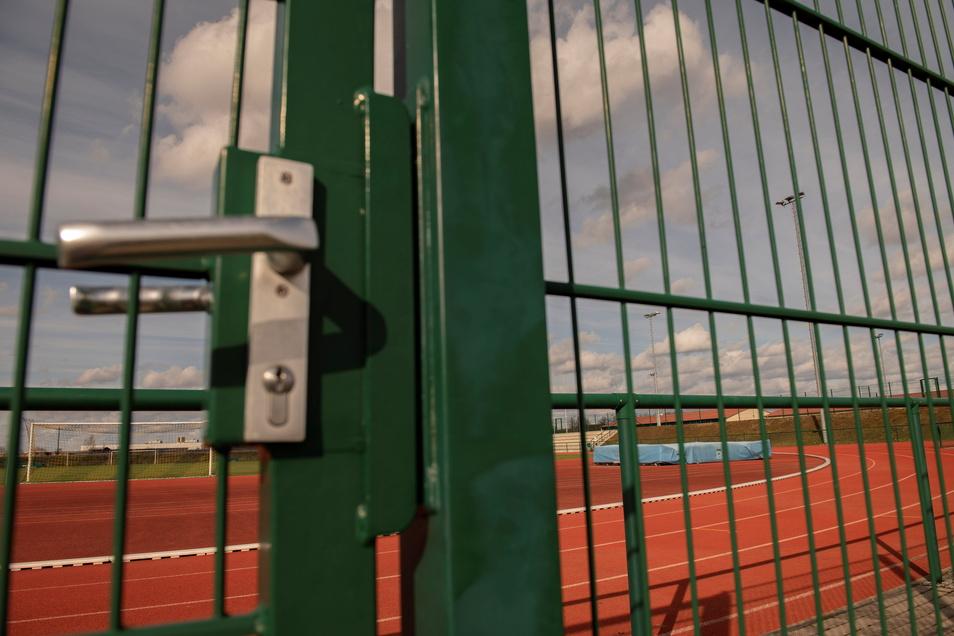 Die Tore zu den städtischen Sportstätten sind wieder zu.