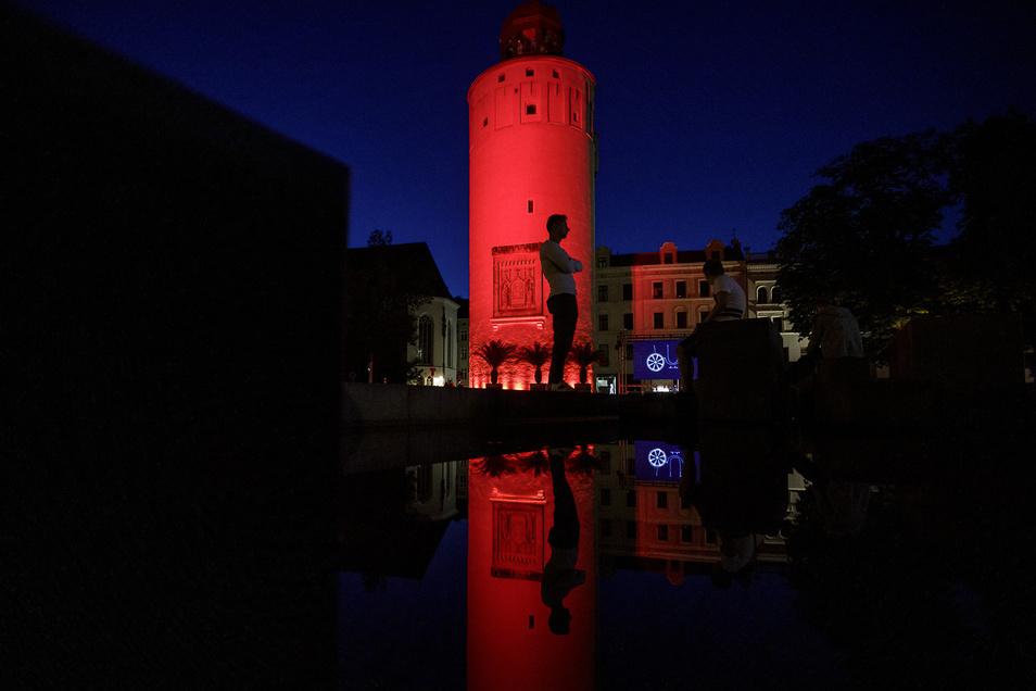 Protest der Branche: In der Night of Lights wurde in Görlitz unter anderem der Dicke Turm rot angestrahlt.