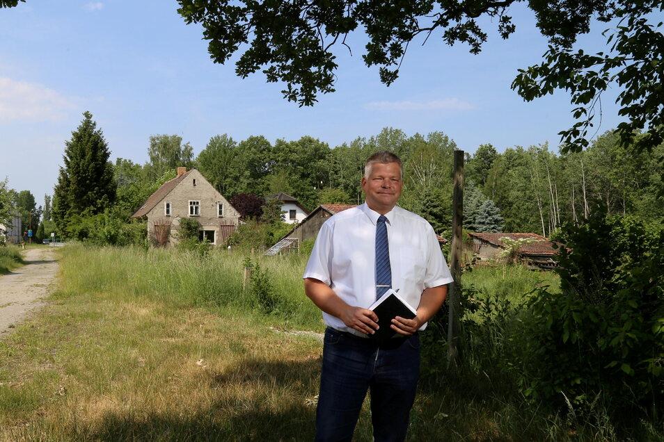 Standort-Entwickler Klaus Reepen steckt bei seinem Projekt in Kodersdorf-Bahnhof noch immer in Abstimmungen mit der Gemeinde fest. Auf dem Areal unweit der Bahnschienen könnten etwa fünf Einfamilienhäuser entstehen.