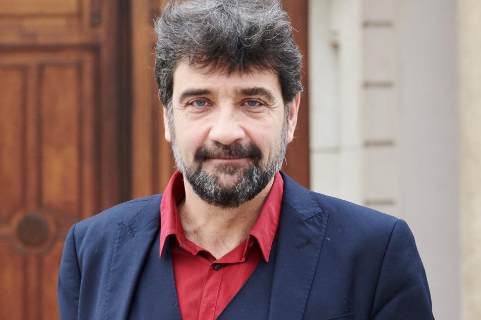 Paul Spies ist Chef-Kurator des Landes Berlin im Humboldt Forum und Direktor des Stadtmuseums Berlin, steht vor dem Stadtmuseum.