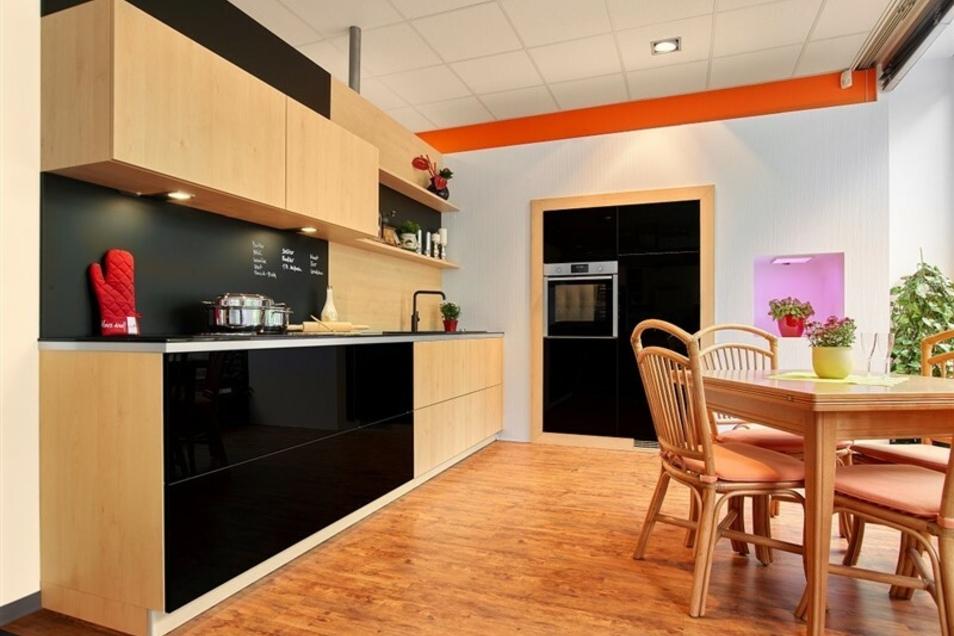 Küchentraum in schwarzem Smartglas im Wert von 7.490,- €
