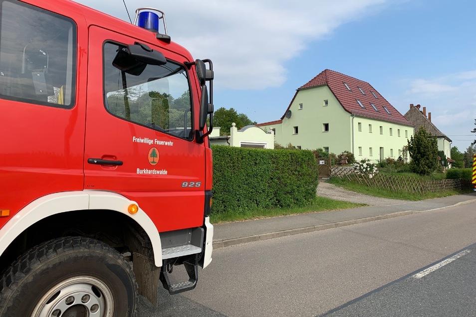 Mit mehreren Fahrzeugen rückte die Feuerwehr an.